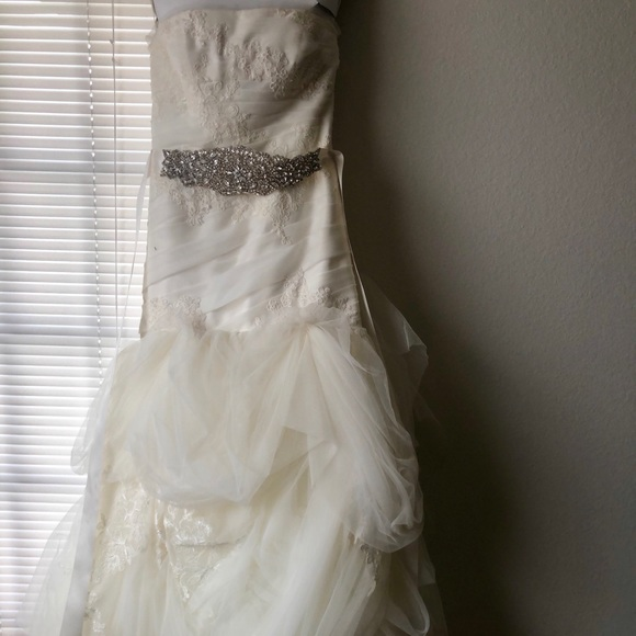 Vera wang dresses beautiful wedding dress poshmark beautiful vera wang wedding dress junglespirit Gallery